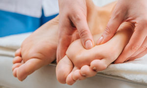 What Is Foot Massage And How Does It Benefits You